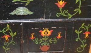 Design painted on antique furniture