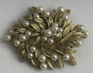 costume jewelry trifari pin